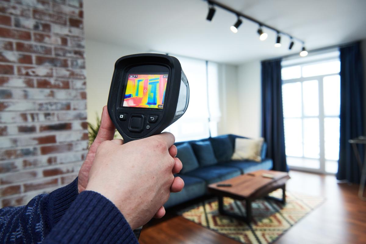 Inspection d'un bâtiment à la caméra d'imagerie thermique