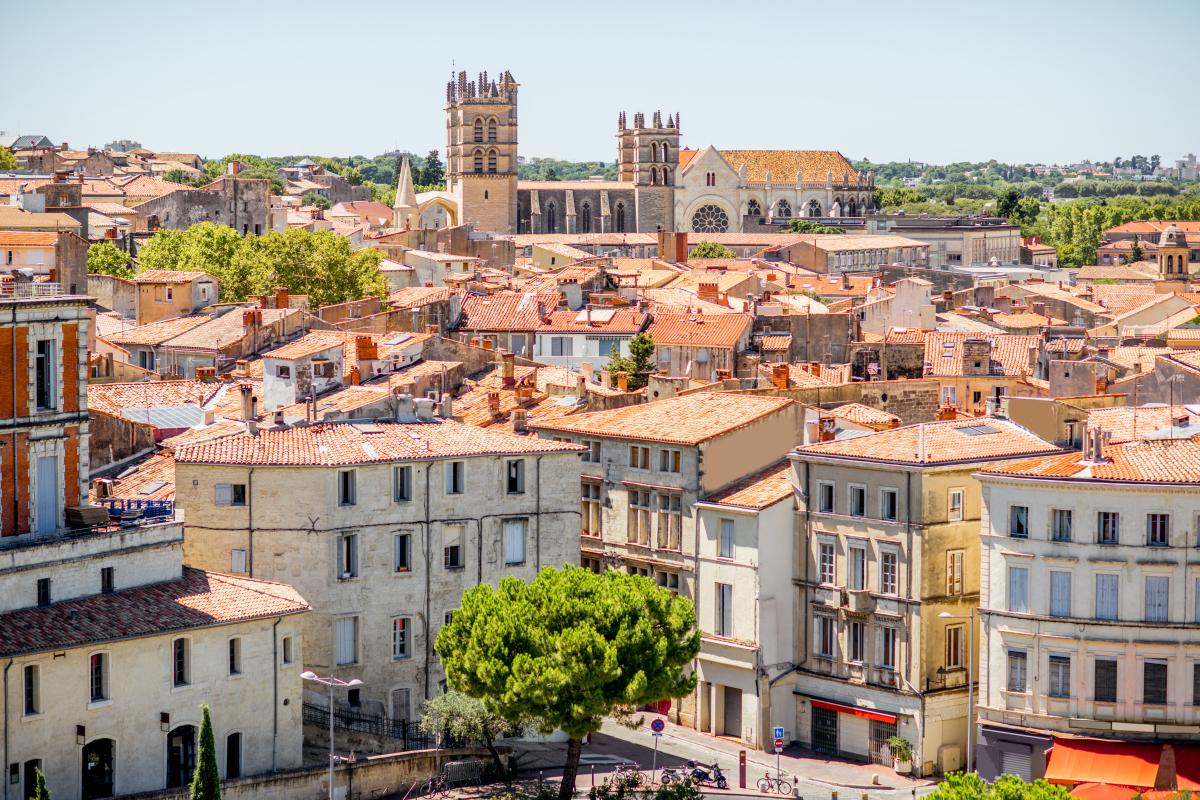 Montpellier et sa cathédrale en été