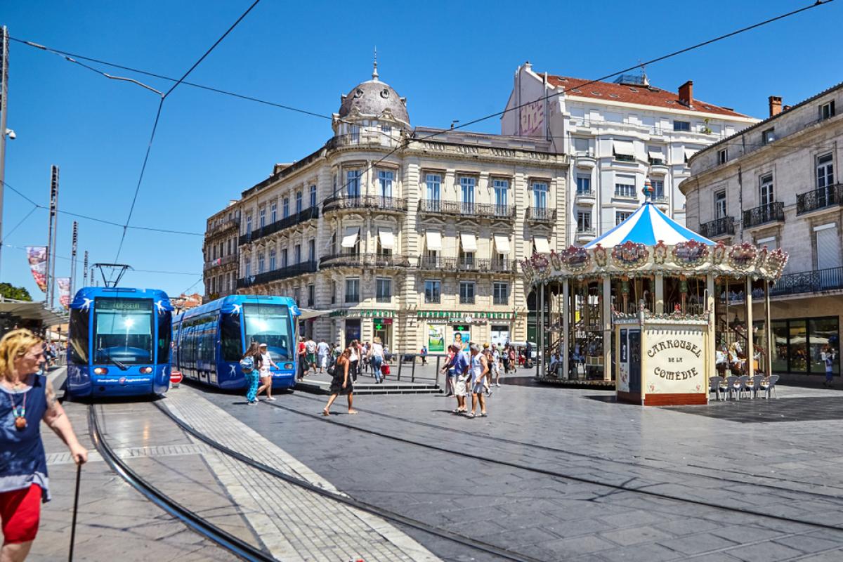 Place de la Comédie à Montpellier avec le tramway et le carrousel