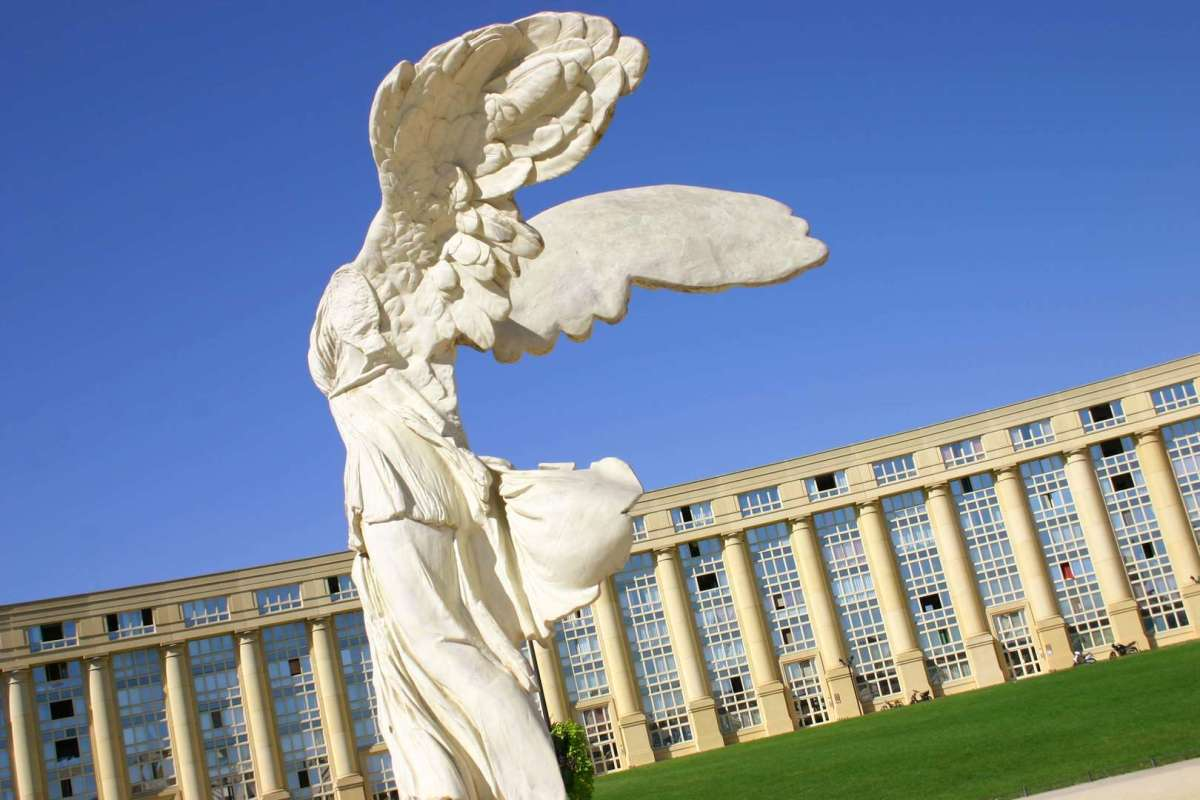 Montpellier architecture - Statue de la Victoire de Samothrace dans le quartier Antigone à Montpellier