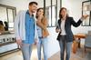 Immobilier neuf Montpellier - Un couple visite un appartement