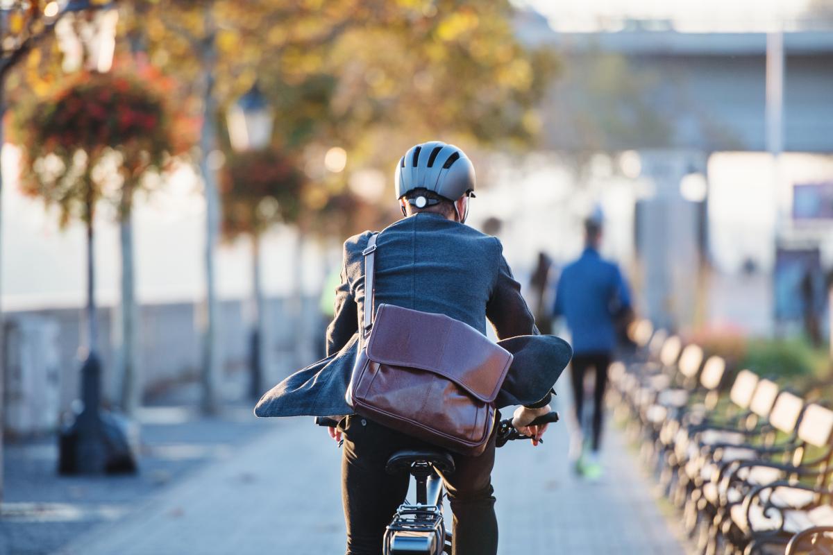 Homme à vélo