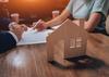 mandat gestion locative montpellier - Signature entre deux personnes et façade de maison en bois miniature au premier plan