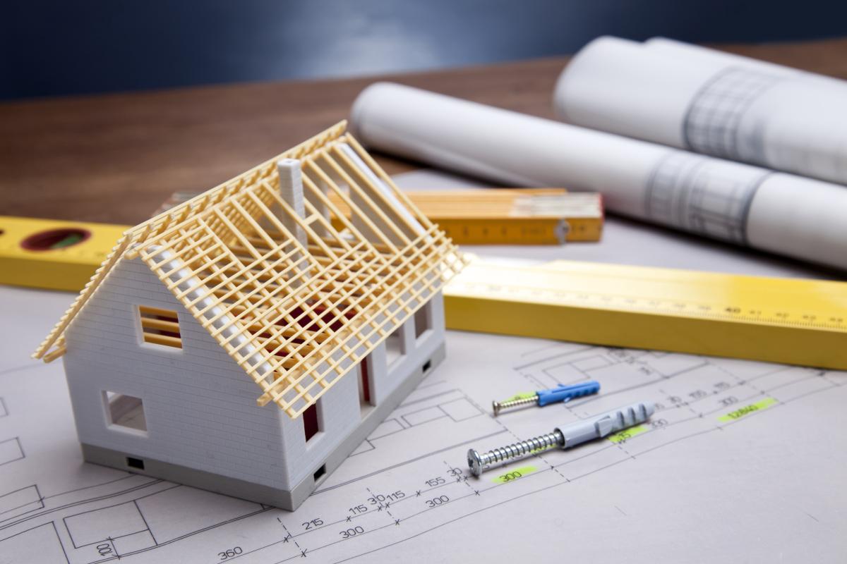 agence gestion locative montpellier - Plan d'une construction neuve avec une maison miniature