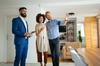 agence gestion locative montpellier - Visite d'appartement d'un couple mixte enjoué