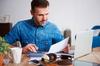 Aide à l'achat immobilier à Montpellier – investisseur calculant ses mensualités