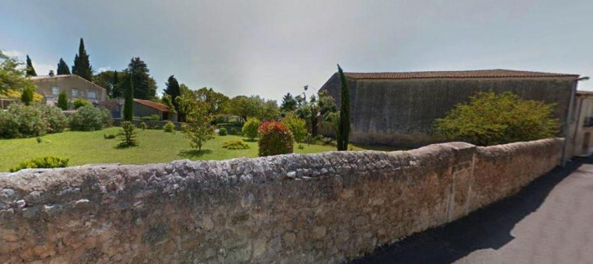Une maison ancienne avec un magnifique jardin à Castries