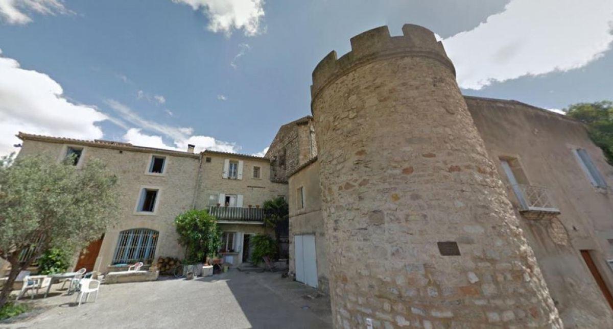 Des maisons avec une façade en pierre à Grabels