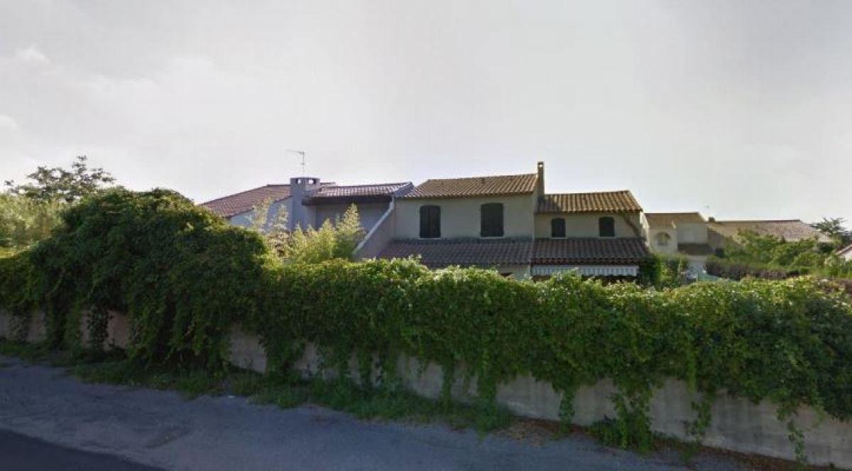 Une maison en R+1 avec un jardin composé de mur végétal, rue de la Belle, La Martelle