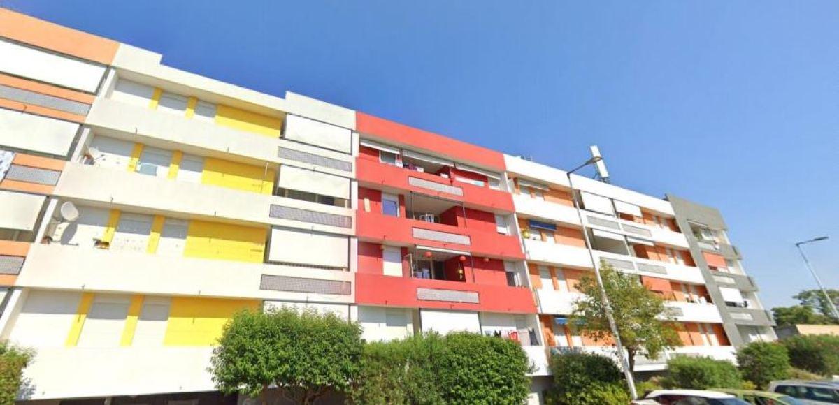 Immeuble à la façade colorée, rue Montjuich Lemasson