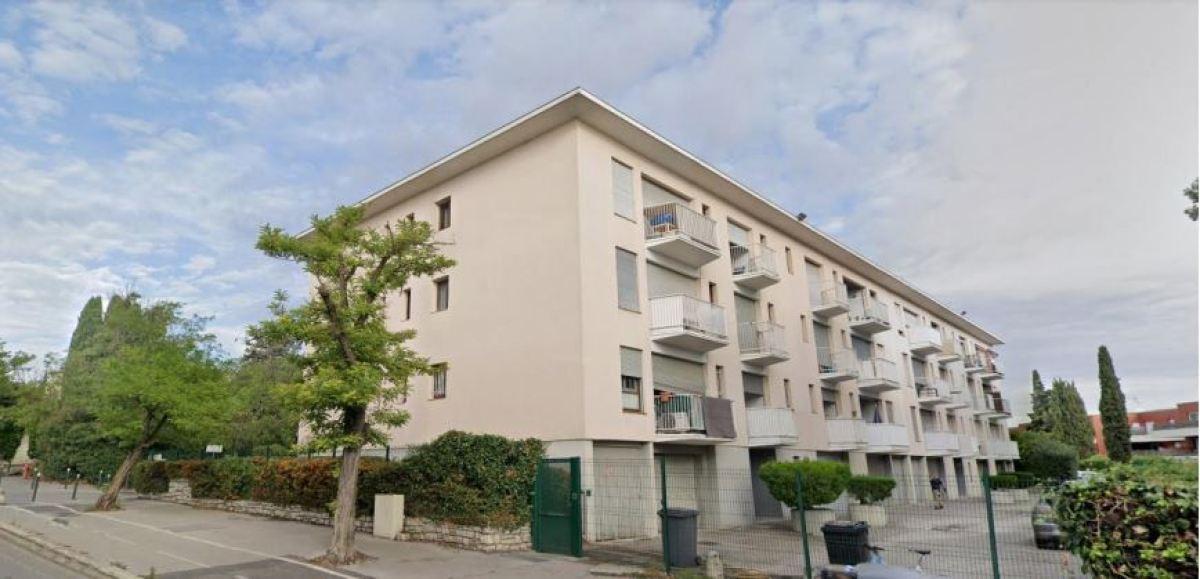 Un immeuble récent en R+3 avec un parking, rue Paul Rimbaud, Les Cévennes