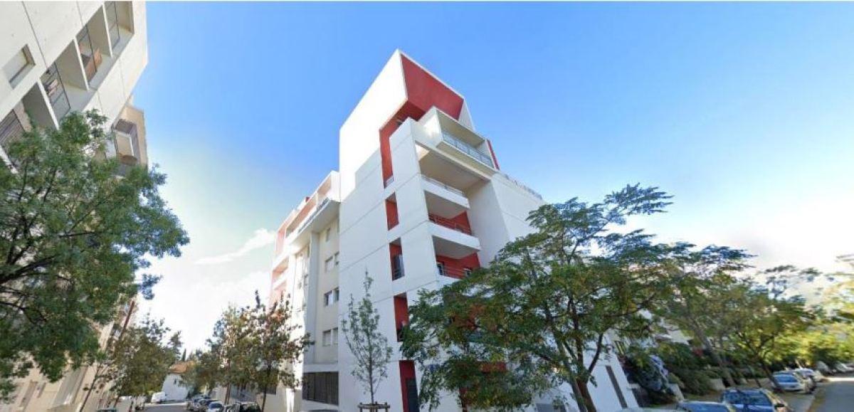 Immeuble à l'architecture moderne, doté d'une belle façade, Avenue du Mondial de Rugby2007, Pas du Loup