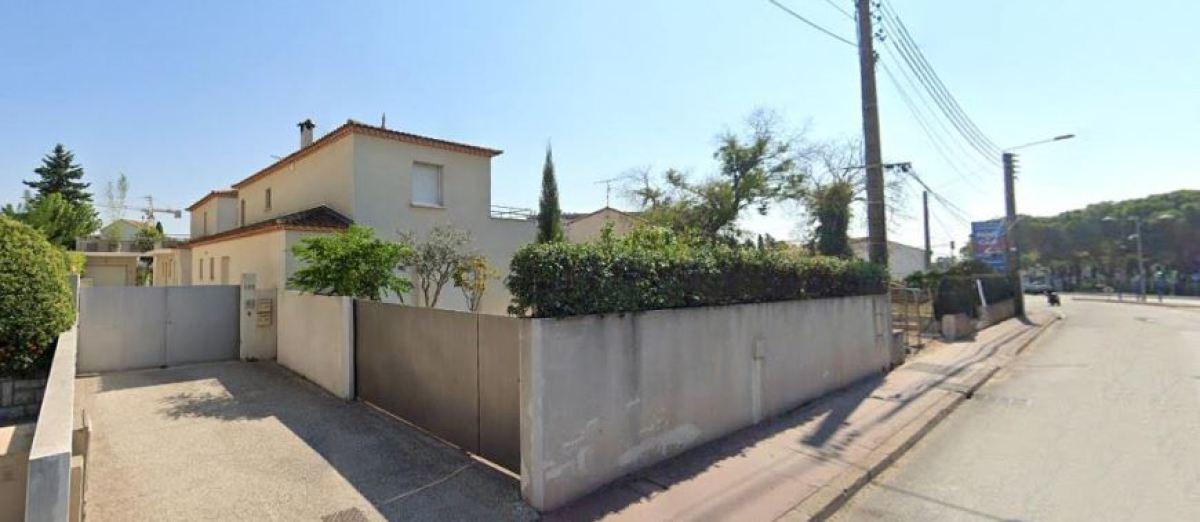 Des maisons anciennes en R+1 à proximité du Rond-Point des Près d'Arènes, avenue Palavas