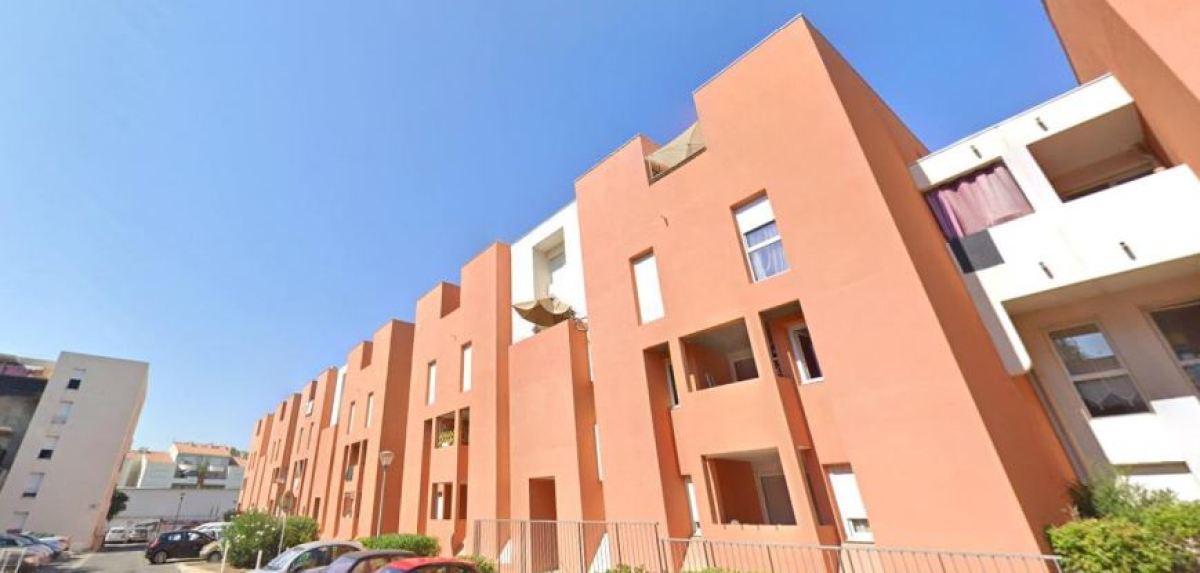 Immeubles récents, avec balcons et parking, rue Lazare Ponticelli, Près d'Arène