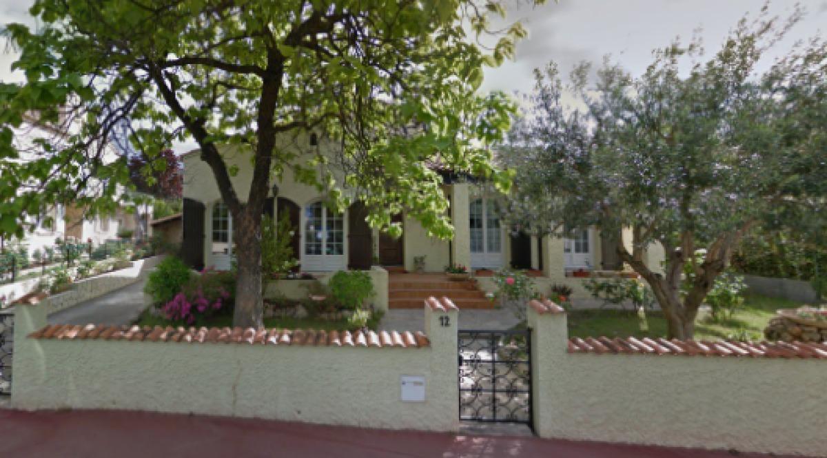 Une jolie maison de plain-pied, plongée dans un beau jardin, rue des Ibis, La Pompignane