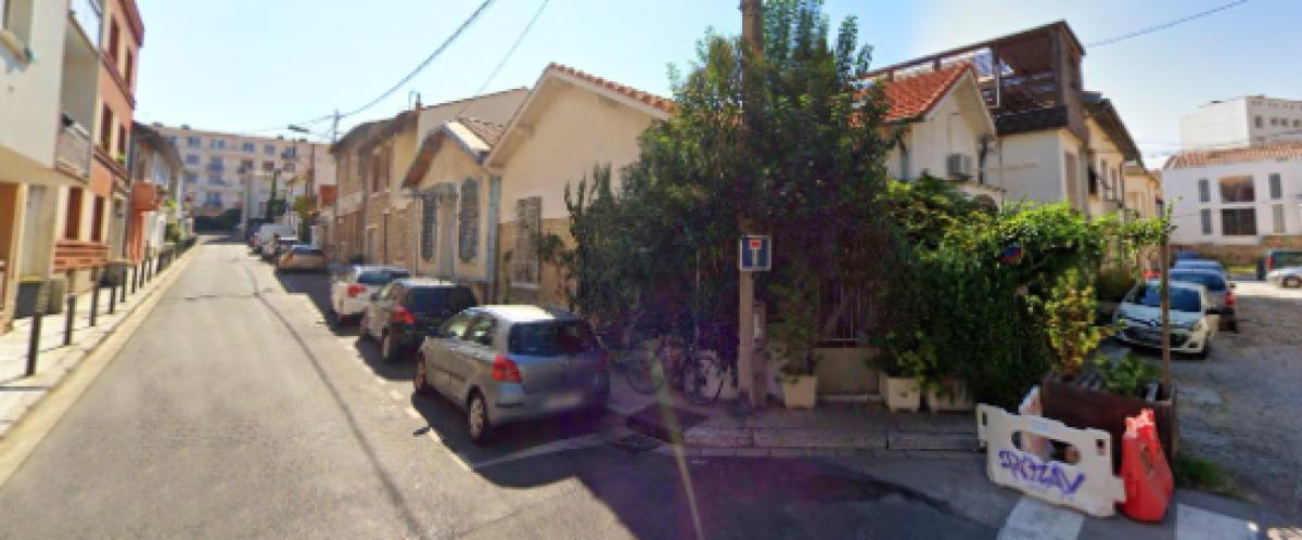 Des petites maisons de ville anciennes sur l'Impasse Fino Bricka, à Gambetta