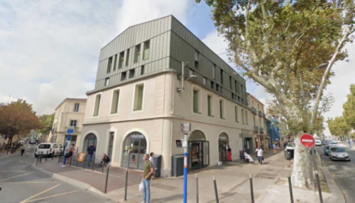 Un immeuble rénové, mélangeant style ancien et contemporain, rue de la Raffinerie, Gambetta