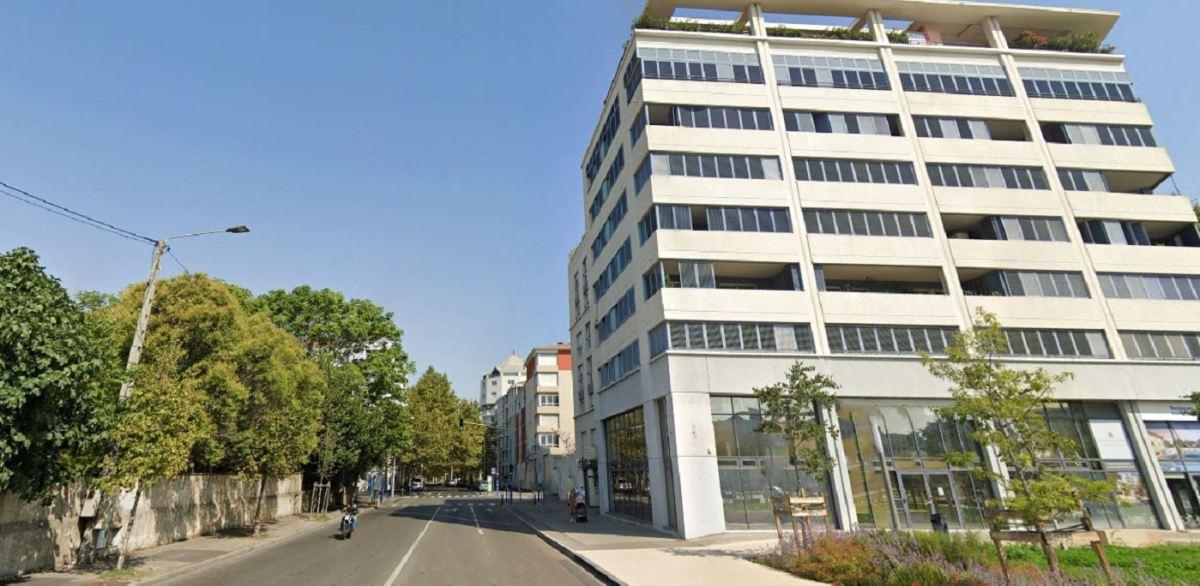 Un immeuble moderne avec des commerces au rez-de-chaussée, Chemin de Moulares, Aiguerelles