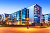 Immeubles collectifs avec façades en verre
