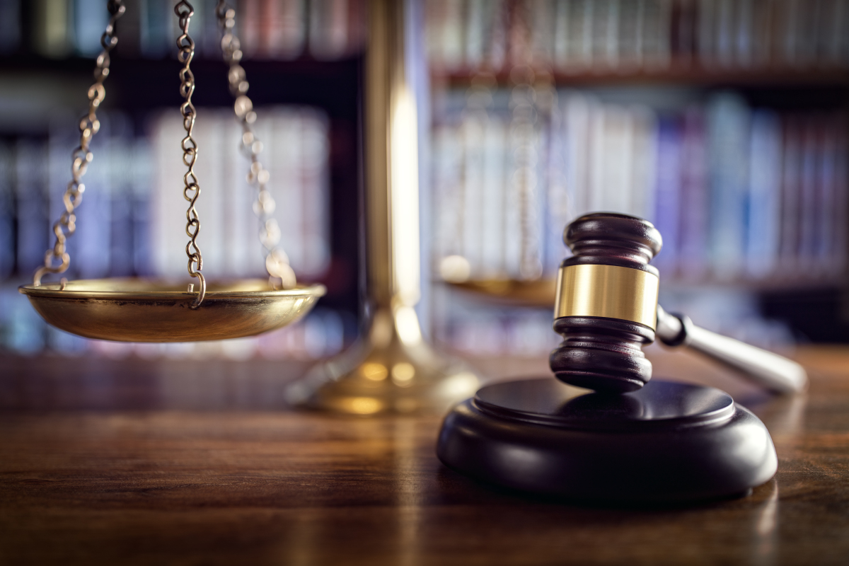 Représentation de la loi avec la balance et le marteau