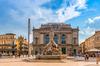 Urbanisme et architecture à Montpellier – vue sur la fontaine des Trois Grâces sur la place de la Comédie