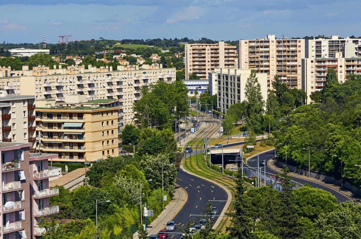 permis de louer montpellier - une zone résidentielle avec des immeubles à Montpellier