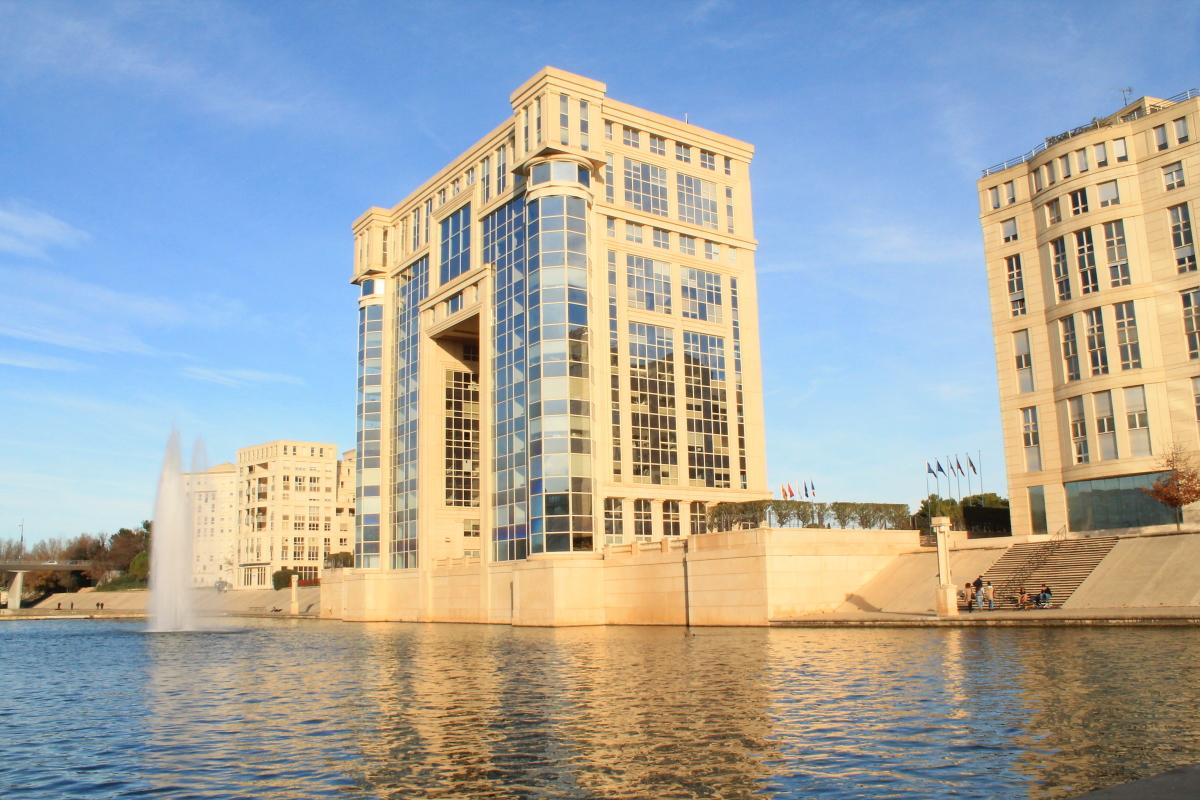ricardo bofill montpellier - le quartier Antigone à Montpellier et son architecture grecque
