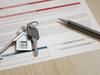Loi 4D – Des clés de logement et un stylo posés sur un contrat de location