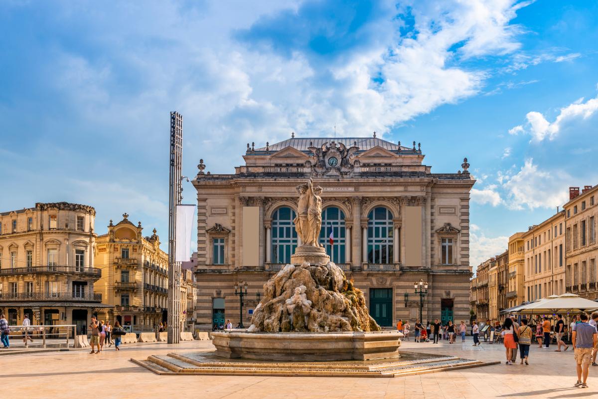 Îlot du Guesclin – L'opéra et la fontaine des trois grâces sur la Place de la Comédie