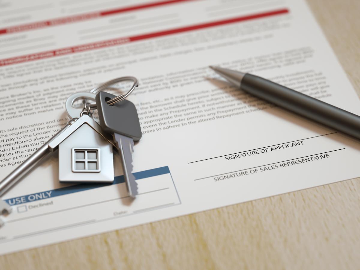 Louer un appartement à Montpellier - Contrat de location sur une table avec clés et stylo